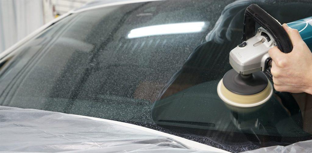 Полировка лобового стекла своими руками. Выгодно ли это на самом деле?