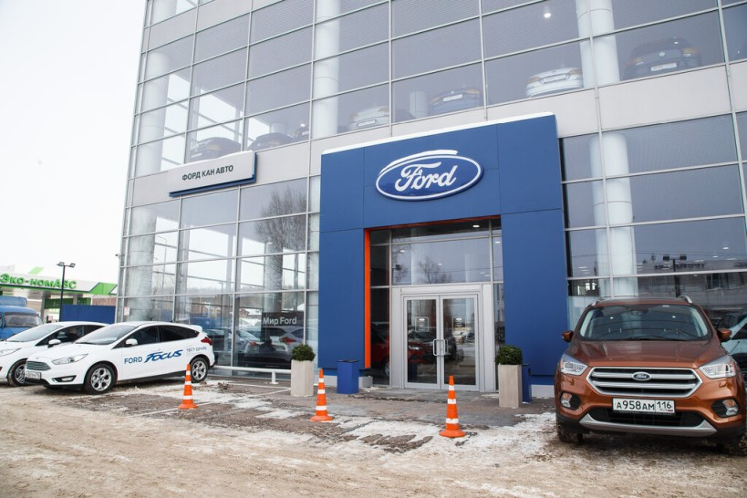 https://avtospletnik.com/wp-content/uploads/2020/02/Ubranstvo-ofitsialnogo-dilera-Ford-avtosalona-KAN-AVTO.jpg